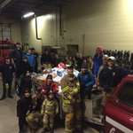 St thomas firefighters collected food at the parade tonight for Christmas care thank you #sttont @STPFFA447 @opffa http://t.co/Hy4WZW5yWR