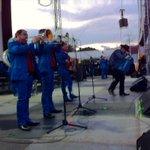 """""""@Julioggd: Pues Fidel Rueda está volviendo loca a la gente que no para de gritar y bailar. #212rmx http://t.co/wUoip8L3GQ"""""""