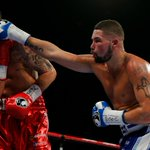Round 9: One for @TonyBellew there. Landed a great left but Clevs still standing http://t.co/ZYZlyJYMbt http://t.co/OdKDbAByxV