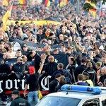 Besorgte Bürger der Kategorie C zeigen sich ängstlich betroffen von der Berliner Flüchtlingspolitik. http://t.co/airFHIzDZg