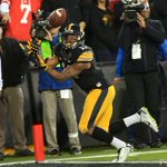 Iowas Kevonte Martin-Manley pulls in a 20-yard touchdown during the Hawkeyes game against Wisconsin. #WISvsIOWA http://t.co/xlOmOD8RJn