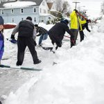 """News of Buffalo snow reaches the Netherlands """"@volkskrant: ... nu overstromingen in Buffalo http://t.co/9ff1V3RWoc http://t.co/IfO4EfyTNg"""""""