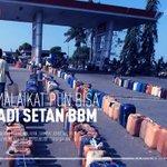 BBM Papua Nugini Rp 50 ribu per liter, BBM subsidi RI banyak diselundupkan lewat perbatasan http://t.co/ezdpZGQOiH http://t.co/psF7e3oz5Y