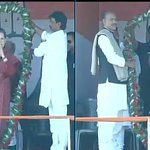 Congress Prez Smt.Sonia Gandhi felicitated by party workers as she concludes her speech at Daltonganj rally http://t.co/ETVopWi05t