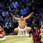 <千秋楽の様子>横綱 白鵬土俵入り。#sumo http://t.co/1evmG7EBeB