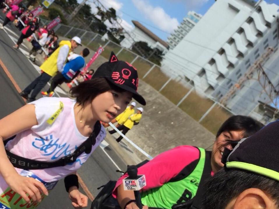 【神戸マラソン】鹿野優以さんは11時50分、明石海峡大橋の先18kmの先を通過しました。まもなく鹿野さんにとっての未知の距離20キロへ向かいます。 http://t.co/R5xjmKUCGX