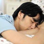 【要注意】週末の「寝だめ」は逆に疲れやすい体になると判明 http://t.co/T5APe31135 週末などにたっぷり寝てしまうと、体内時計が乱れ、休み明けの目覚めの悪さに繋がるという。 http://t.co/15drOJ0Yrk