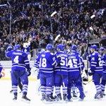 #Leafs Tyler Bozak scores twice in win over #RedWings, Leafs salute crowd: http://t.co/i4bCsqwzk7 http://t.co/pTRFpDl9iz