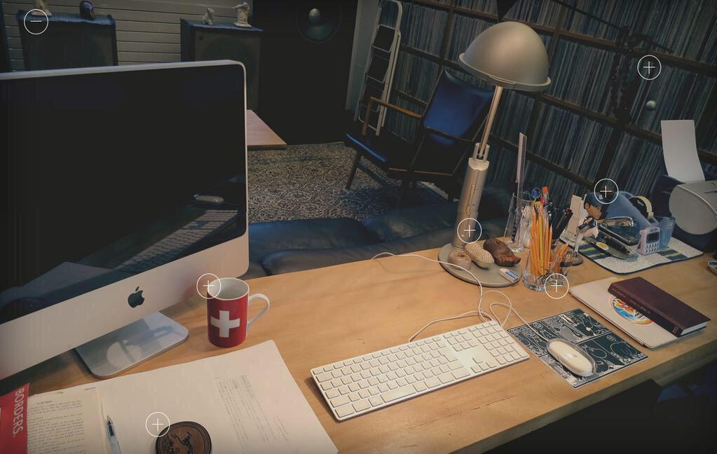 하루키의 유일한 공식 웹페이지(미국 랜덤하우스)가 새롭게 개편. 하루키 작업실을 버츄얼 서비스로 제공해주는게 팬들사이에서 인기. http://t.co/3AYcsI0HGT http://t.co/wtwj52ELPh