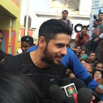 RT @EqualStreets: More #Bollywood at #EqualStreets! @S1dharthM supporting our initiative at the @Mirchimumbai stage! #Mumbai http://t.co/cm…