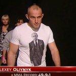 Выходивший в майке с Путиным уроженец Украины Олейник победил американца на турнире UFC http://t.co/uM62pEylAt http://t.co/ftNd07OWXU