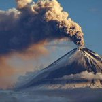В Японии землетрясение магнитудой 6,8 баллов, на Камчатке - два вулкана сбросили столбы пепла. #природа #новости http://t.co/5TwACKZJy4