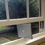 Apple ondersteunt nu ook Windows.. http://t.co/Mr1eewlP7H