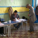 Taking the voting ballot... #BabJdid #TnPrez #Tunisia http://t.co/lSWEcJg9Oo