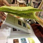 【拡散希望】本日コミティアにて本を万引きされました。手口は写真のような感じです。チラシで手元を隠しながら指で本を掴むようにしていました。空いた方の手でポストカードを見るふりをしていたので慣れてる人でしょう。皆様もお気をつけください! http://t.co/J7qjR3mG9R