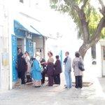 A la Marsa on fait la queue pour la #ftira. #TnElec14 http://t.co/HzxOxiqPwj