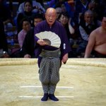 <千秋楽の様子>立呼出 秀男最後の呼び上げ。#sumo http://t.co/57OwSSKXLr