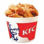What does Finch enjoy murdering more? RT for KFC bucket Fav for South African bowling attacks #AUSvRSA #AUSvSA http://t.co/IjT1wSVKvd