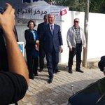 Cest Hammamania à Manar, les gens applaudissent et se font prendre en photo avec lui #hamma27 #tnelec #tnprez http://t.co/lR53FUdpJL