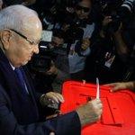 Béji Caïd Essebsi a voté (Photo de Nida Tounés) http://t.co/noEFpYTUL6