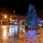 #hitchin has its #christmastree #hertfordshire http://t.co/Gvsjo5dW25 http://t.co/EupbmAFPaf