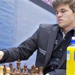 Карлсен отстоял звание чемпиона мира! http://t.co/P0Jkcue4UI http://t.co/QPa8uvHket