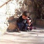 #يقول : لأختيه إسرعي هنا البيوت تنهدم تعالي أختي واحتمي هنا# الضمائر تنعدم #اطفال_سوريا #سوريا #سوريتي #Syria #طفولة http://t.co/DkWlFUH2P4