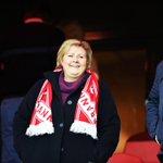 Flott gest av @erna_solberg på Ullevaal stadion. Vi i #Brann og Bergen by setter pris på engasjementet! http://t.co/3qDVIzSmqx