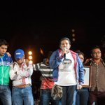 René de @Calle13Oficial cedió los micrófonos a los padres de desaparecidos ante 18 mil asistentes http://t.co/STOqviQ8zK #YaMeCanse