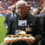 PIC: Derek Spence leads a delegation of former players laying a wreath in memory of Iain Hesford yesterday. http://t.co/Go2AIocv2J