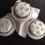 Have been busy icing Xmas cakes! Eeny Meeny Miny Moe which one for the KMS Xmas hamper? http://t.co/gkpBEPkbTQ