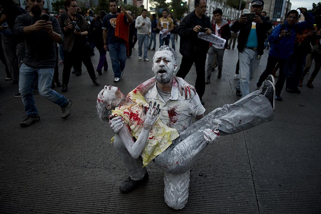 Mexico's days of rage: gripping photos of the protests that have swept Mexico: http://t.co/u2hO3Z64md #Ayotzinapa http://t.co/GTVA9eyc0A