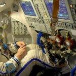 """Strepitoso. La @NASA accompagna la partenza di @AstroSamantha con la canzone """"Salirò"""" di @daniesilvestri. #Futura42 http://t.co/KVCu9BxUNg"""