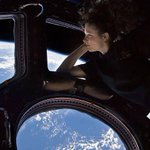 Che libri porta Samantha Cristoforetti sulla Stazione Spaziale Internazionale? #Futura42 #ISS http://t.co/xp0DfoEPk5 http://t.co/XBj273jCyN