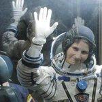 Samantha, una notte spaziale. La prima italiana in orbita http://t.co/N4JqiHdrgS http://t.co/vNwCYZ3rLi