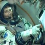 Sorrideremmo anche noi se fossimo nello spazio! #Futura42 é in orbita, prossima fermata #ISS! http://t.co/gDd3QdhwWx