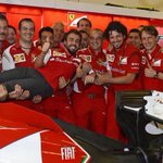 Y con este FOTÓN se despide Ferrari de Fernando Alonso tras 5 años de relación. Fue bonito mientras duró... http://t.co/IaLidKHSqU
