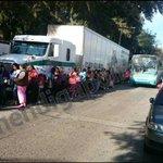Con riesgo de accidente personas hacen fila por su pantalla Sedesol en P Sn Rafael urge @MovilidadJal @Trafico_ZMG http://t.co/BQuqysgKj1