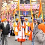 Its was cloudy &Drizzling but the #Guru & #Leicester Sangat turnedit intoa #beautiful #colourful day! #NagarKirtan http://t.co/osbHDHvMTp
