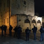 إغلاق البلدة القديمة في #القدس إستعداداً لمسيرة المستوطنين اليهود حول أبواب #المسجد_الأقصى المبارك .. http://t.co/j03ooQjT9e