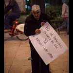 Aquí nadie se dobla protesta solidaria q convoca a todas las generaciones. #YaMeCanse #FueElEstado #VivosLosQueremos http://t.co/dVWMrpuSy5