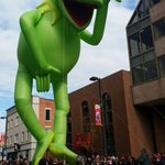 Kermit! Beautiful day for a parade! #ubsspectacular #stamfordparade http://t.co/XsmYUmBFNb