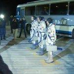 Экипаж МКС приехал на пусковую площадку космодрома «Байконур» http://t.co/Dj6IXjHT4u