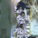 Ultimo saluto di Sam @AstroSamantha prima della partenza! Buon viaggio!! #Exp42 #Futura42 #Soyuz http://t.co/wxzzt8ozuY