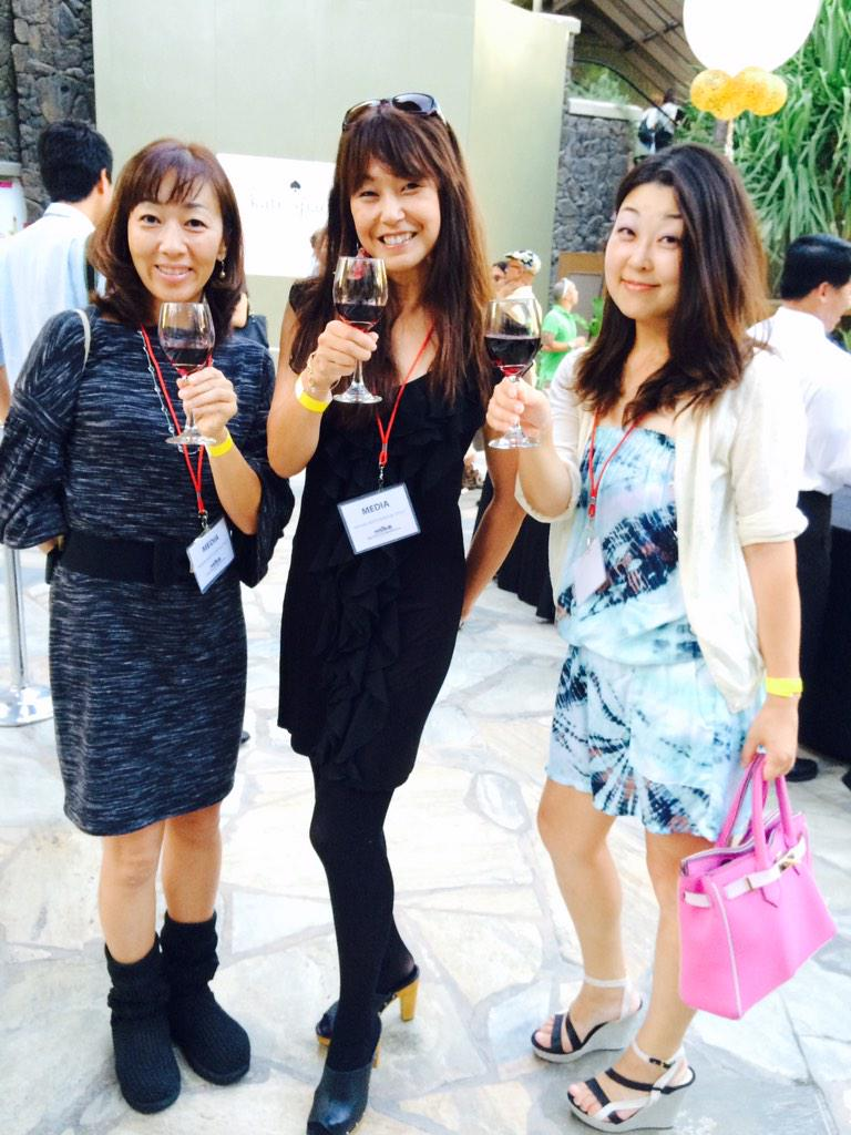 @RoyalHwnCtrJP @RoyalHwnCtr @PELEREIKO @studiorimhawaii @hirokoiijima ハワイファッションマンスin Waikiki Roots&Royal Style 取材中 http://t.co/AGXadrJyOc