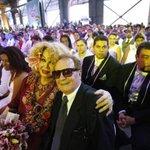 Casamento coletivo celebra a união de 160 casais gays no Rio. http://t.co/IN8niswyGE http://t.co/en8huagWTb