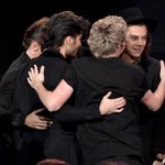 Aww, the boys celebrating backstage! Congrats @onedirection! #AMAs http://t.co/Cuu3FVWGc2