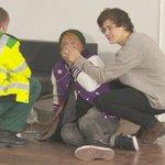 "LOS CHICOS GANAN EL 1ER PREMIO DE LA NOCHE ABRAZO GRUPAL LIAM DICE ""HOLA"" #AMAs2014 #MTVStars One Direction http://t.co/NEyi6RG0gD"