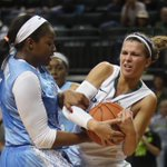 Lexi Bando @OregonWBB battles11th-ranked Tar Heels Stephanie Mavunga but Carolina wins 76-59. #GoDucks http://t.co/6CNmuldiGh