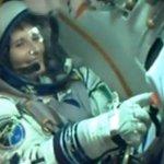 """""""@gravitazeroeu: Un sorriso che vale + di 1000 parole! #ISS @AstroSamantha #Futura42 http://t.co/lUTOmIUIfi"""" #toulì"""